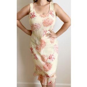 VTG Meghan | Floral patterned Ruffle Hem dress